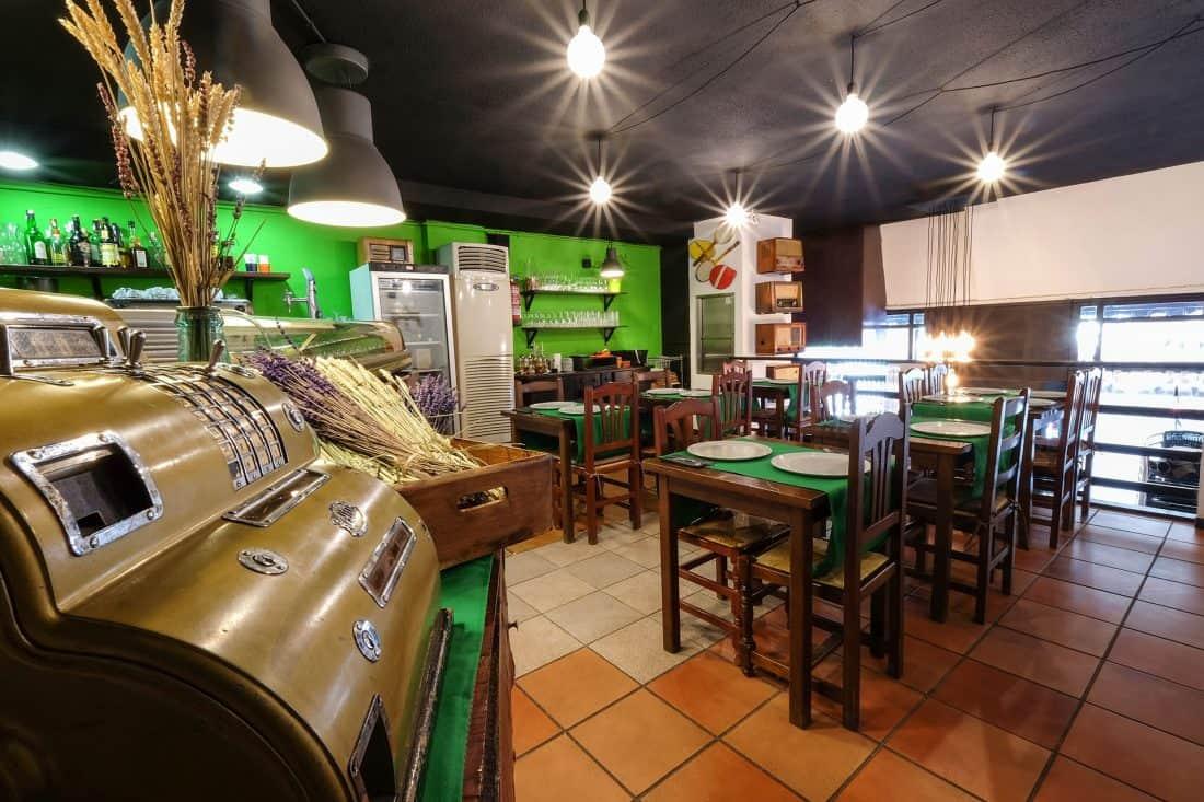 Mezzanotte Reforma Restaurante Diseño de interiores zona de comedor y cocina